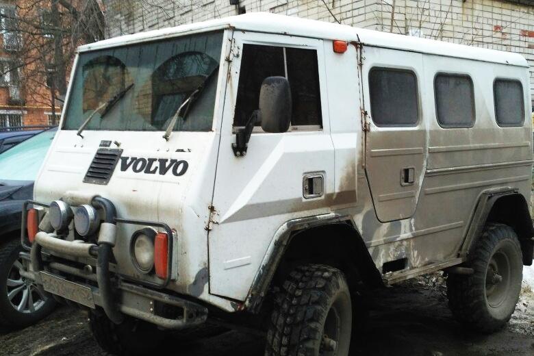 Кто-то увидит эту машину и пройдет мимо, но не Дмитрий. Это редкий автомобиль, имевший отношение к миротворцам НАТО