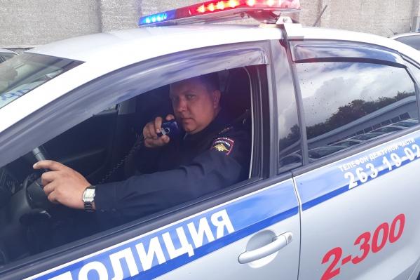 Капитан полиции Вячеслав Булатов сопроводил машину, в которой родители везли ребенка в больницу