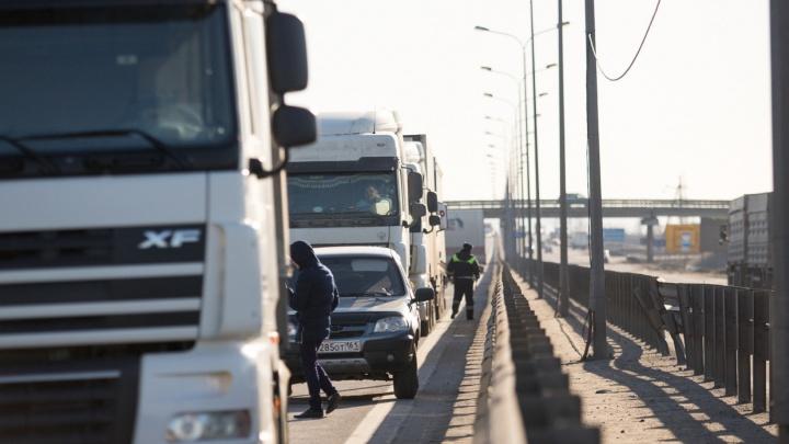 Гигантская пробка возникла на Северном обходе Ростова из-за гололеда