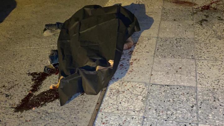 Очевидцы рассказали, что разбившийся при падении с 12-этажки мужчина погиб, пытаясь перелезть через балкон