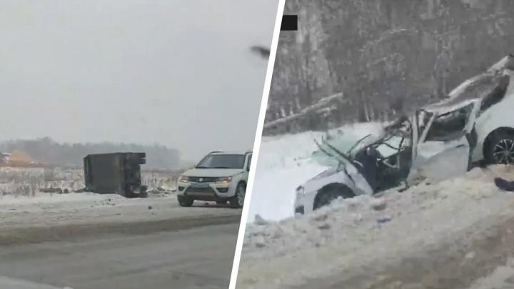 Грузовик выехал на встречку новосибирской трассы: один человек погиб