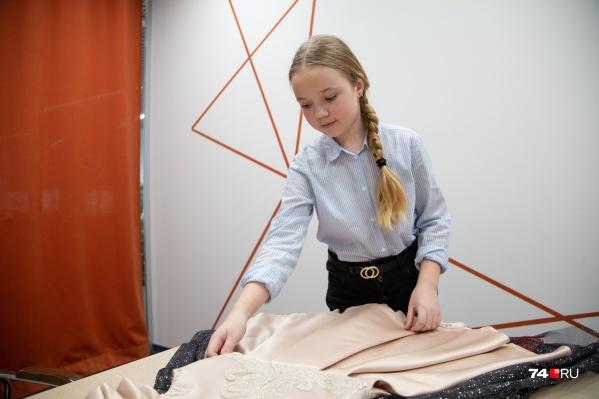 В 9 лет Лера стала моделью, а в 11 — дизайнером платьев для девочек