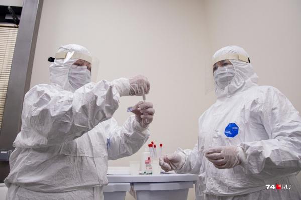 Всего в России за сутки коронавирус подтвердился у 2774 человек