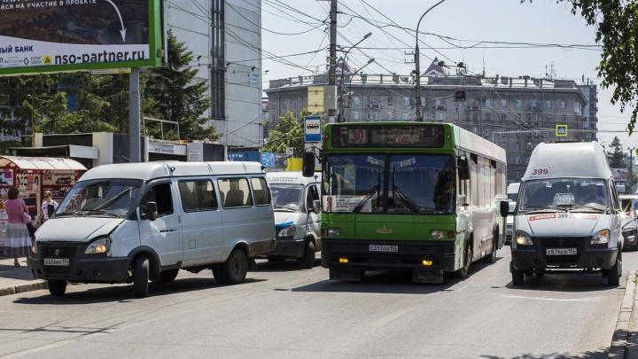 Жительница Новосибирска упала в маршрутке и отсудила у перевозчика 250 тысяч рублей