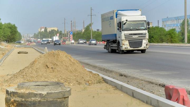 В Волгограде заплатят два миллиона за аккуратный полив деревьев на шоссе Авиаторов