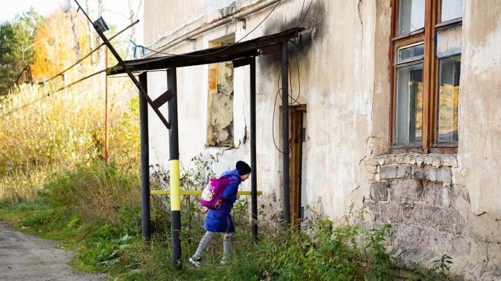 «Выбираем квартиру в Курьях»: многодетной семье, живущей в разрушенном доме, купят жилье