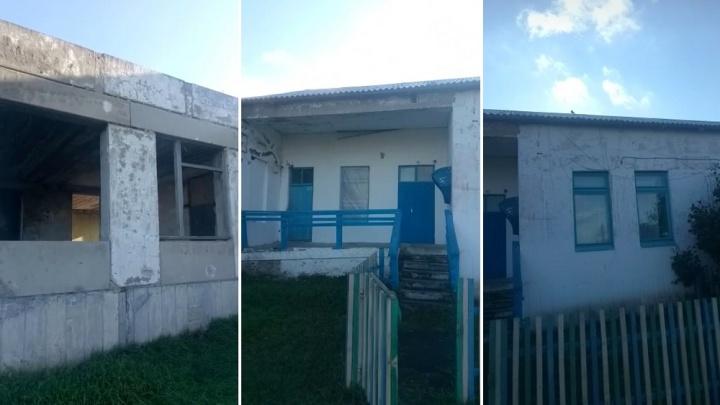 В Омской области закрыли аварийную школу и предложили родителям в распутицу селить детей в интернате