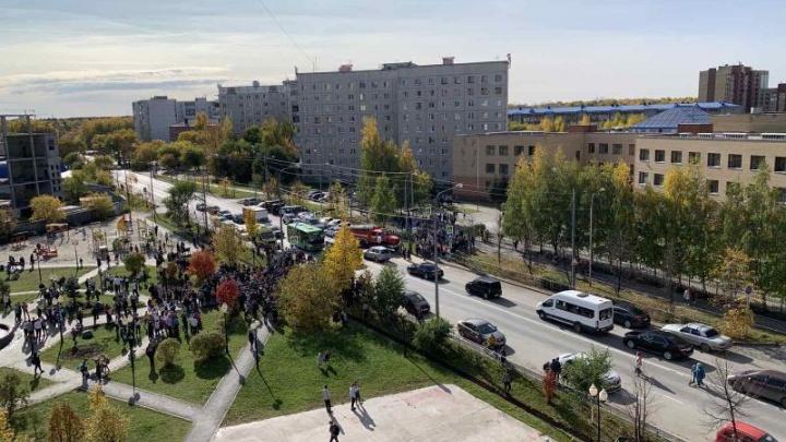 Из тюменской школы эвакуировали всех учеников. О причинах никто не говорит