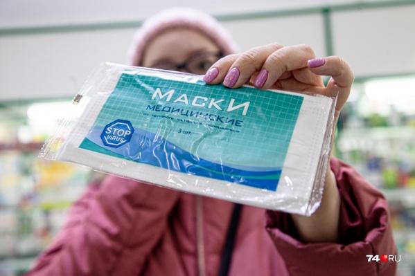 Роспотребнадзор советует пользоваться масками, но в аптеках их нет