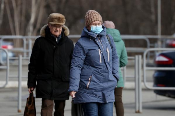 С четверга в Челябинской области ввели новые ограничения из-за коронавируса. И большинство из них касается пожилых людей