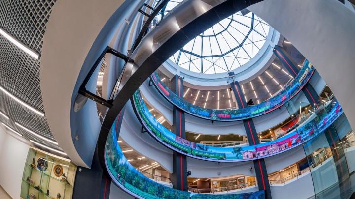 Под куполом на высоте в 20 метров: чем удивил первых посетителей новый музей