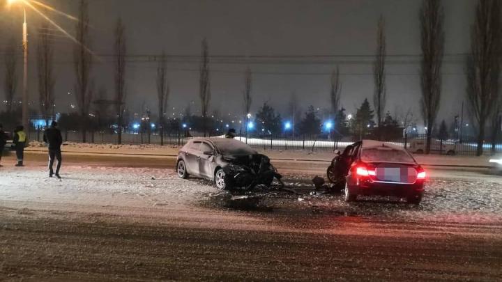 В Уфе лоб в лоб столкнулись BMW и Opel, есть пострадавшие