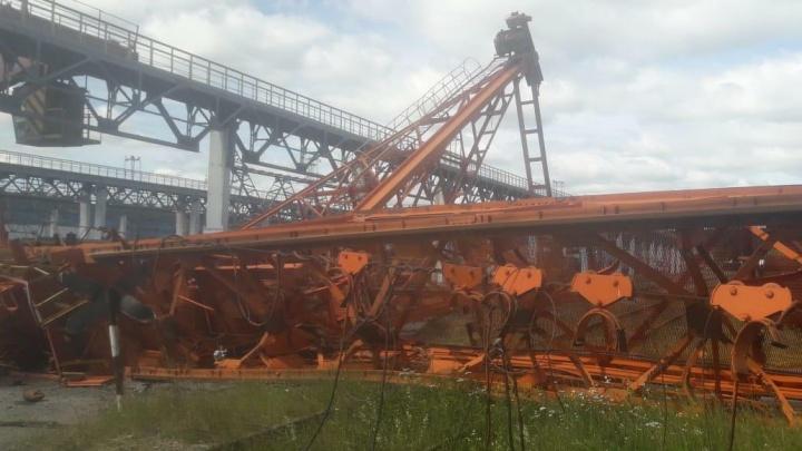 В Екатеринбурге оштрафовали владельцев крана, упавшего во время майского урагана
