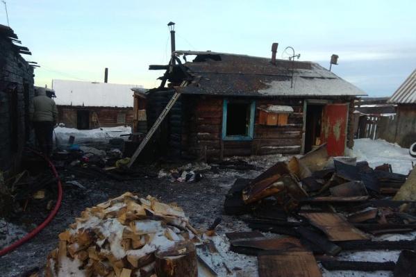 В тушении задействовали 46 человек, но спасти находившихся внутри жителей не удалось