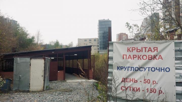 Зона ушлых дельцов: как речку в центре Новосибирска год за годом отдают машинам, которых нет