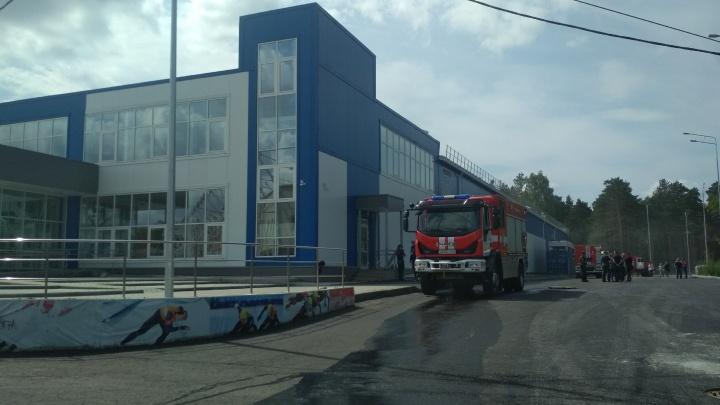 При пожаре в челябинском центре шорт-трека пострадал рабочий подрядчика