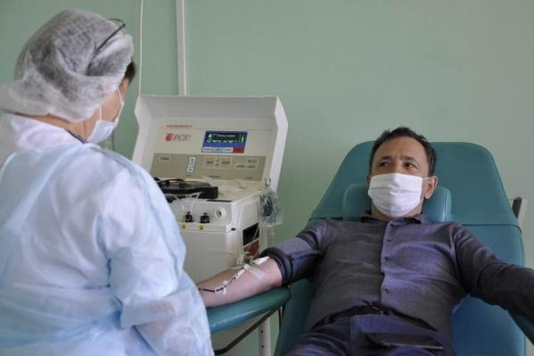 Ахмадинуров посетовал на то, как мало людей в Башкирии сдали «антиковидную» кровь