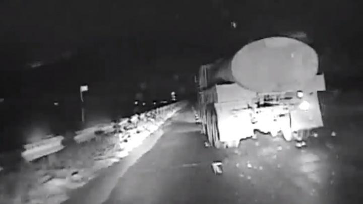 Пьяный водитель КамАЗа устроил безумную гонку с инспекторами