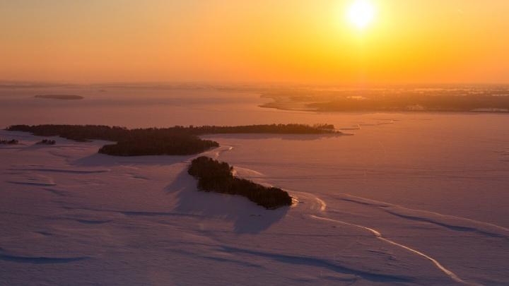 Напоминание о зиме. Слава Степанов поделился кадрами заснеженной Новосибирской области
