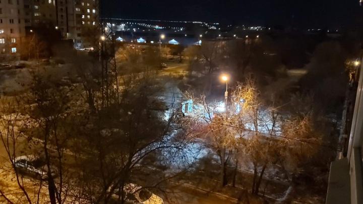 В Волгограде загорелись разрушенные администрацией города гаражи