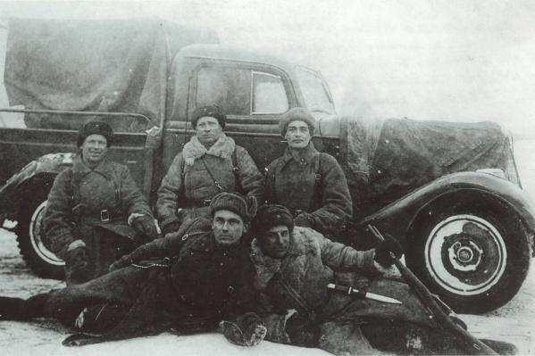 Георгий Михайлович по центру слева. Декабрь 1941 года, члены военного трибунала 44-й отдельной стрелковой бригады