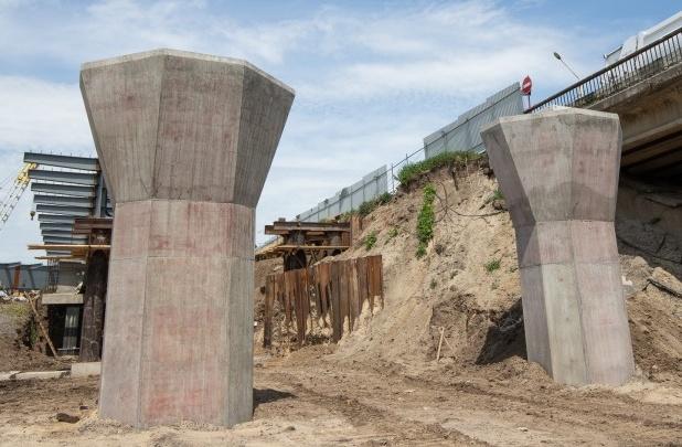 Гигантские пробки возникли у моста на Малиновского
