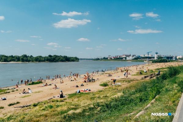 В жару пляжи переполнены