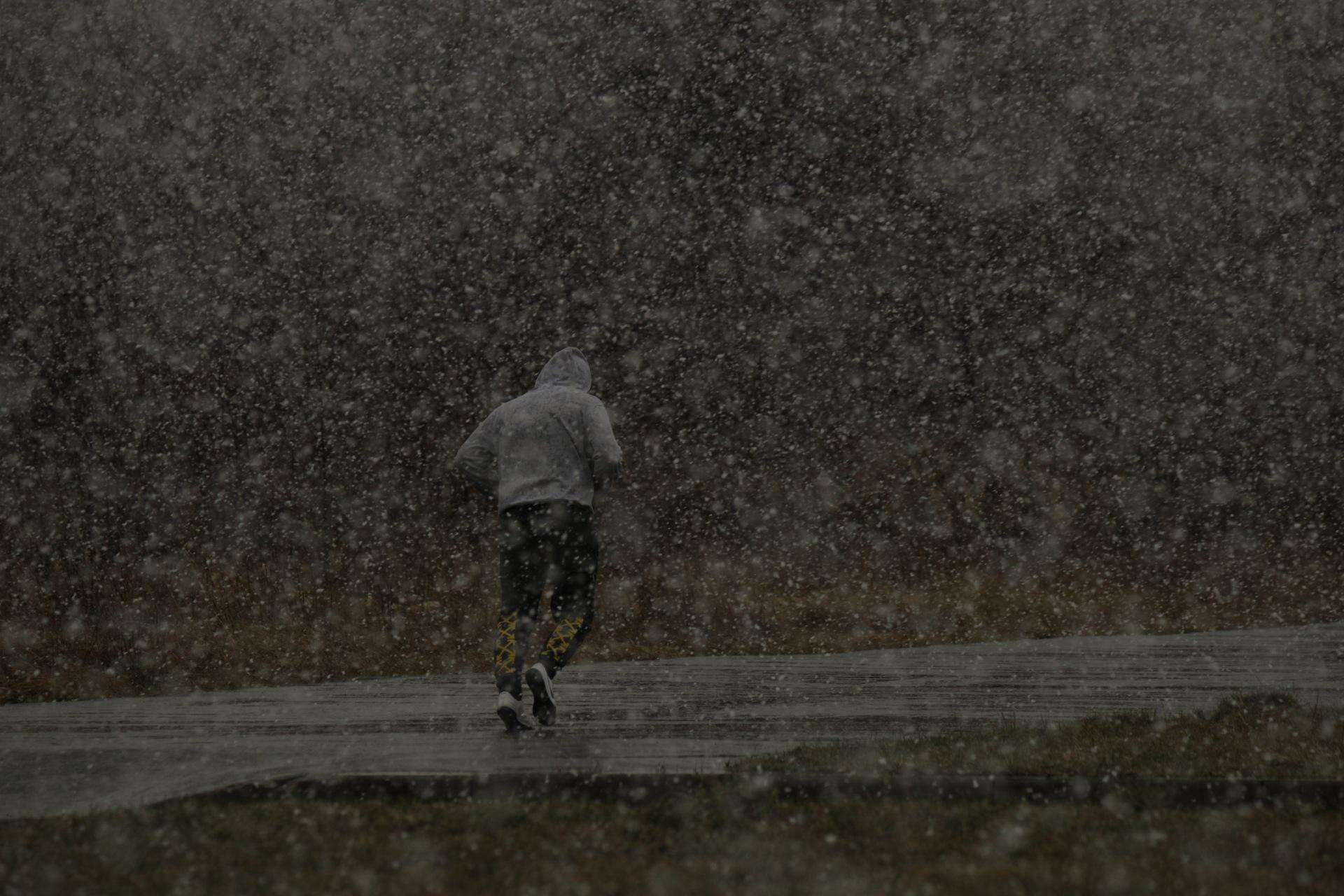 Снегопад в Санкт-Петербурге вечером 3 апреля