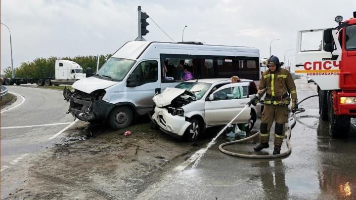 8 человек пострадали в аварии под Новосибирском