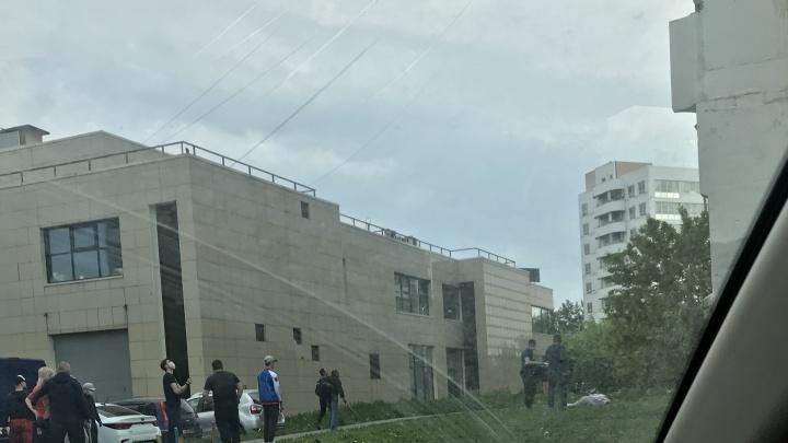 «Лежала в халате и босая»: на Ботанике из окна 12-этажки выпала женщина