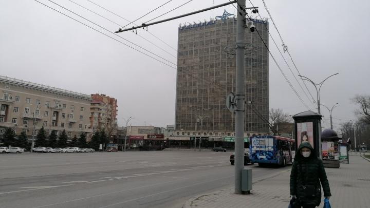 «Торговли нет, заказы на такси упали»: репортаж с опустевших улиц Ростова на карантине