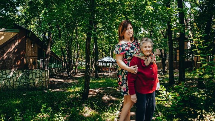 «Нужно всегда держать сердце открытым»: эксперт — о тонкостях работы с пожилыми людьми