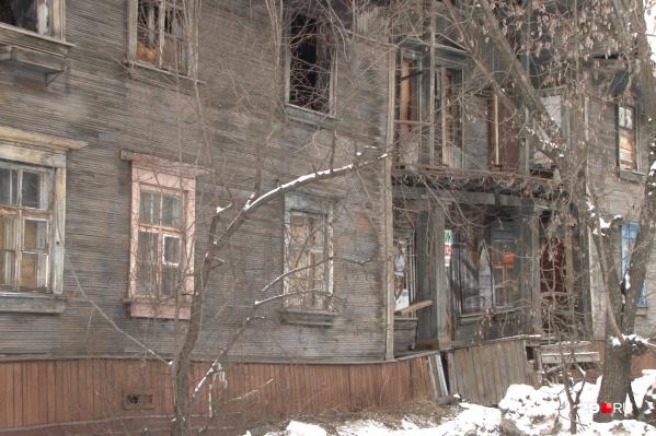 По версии следствия, экс-глава незаконно переселила людей на бюджетные деньги из аварийного жилья, чтобы приукрасить показатели муниципалитета по соответствующей областной программе