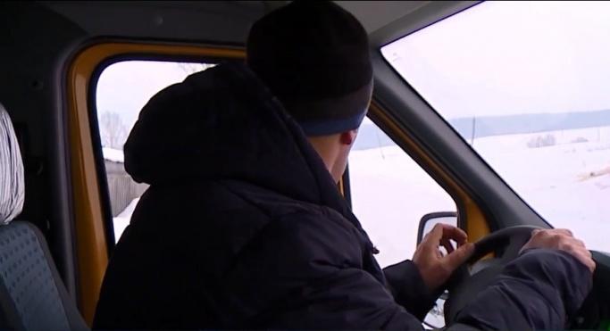 По дороге в Шарыпово школьный автобус с детьми попал в двойную аварию