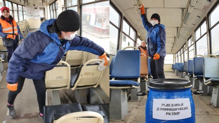 Челябинский транспорт начали протирать специальными растворами