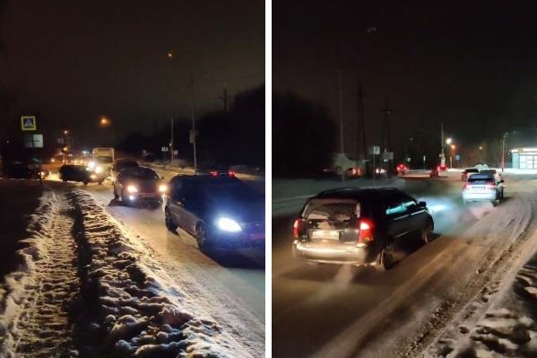 Жители не могут добиться того, чтобы светофор работал регулярно и как положено