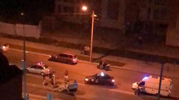 «Чудом успел уйти от удара»: очевидец рассказал подробности ночной аварии в Кировском районе