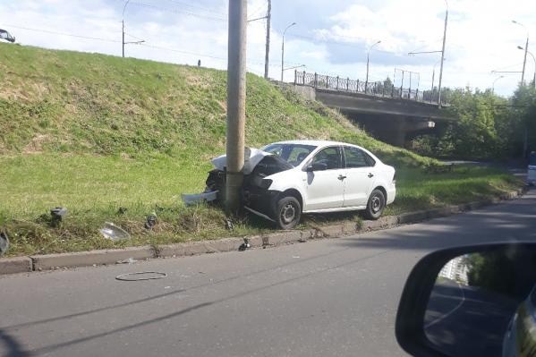 Водителя автомобиля доставили в больницу