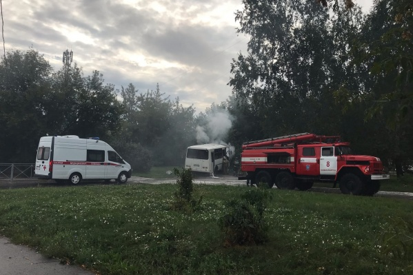 На место происшествия, помимо пожарных, приехали медики