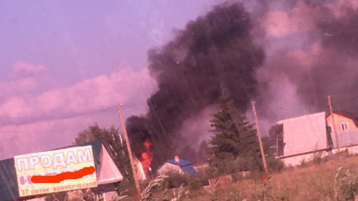 Дачный дом сгорел дотла в пригороде Тюмени