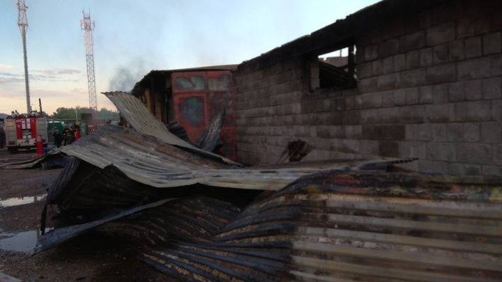 Пожар на складе в Дзержинске полностью потушен: следим онлайн
