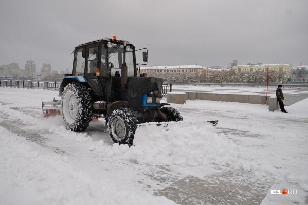 Снег с улиц Екатеринбурга вывозят на полигоны