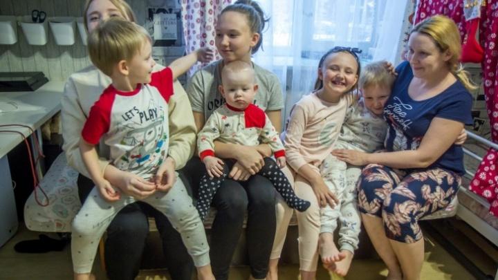 Многодетным родителям Башкирии предложили отдать свои телефоны детям для обучения онлайн