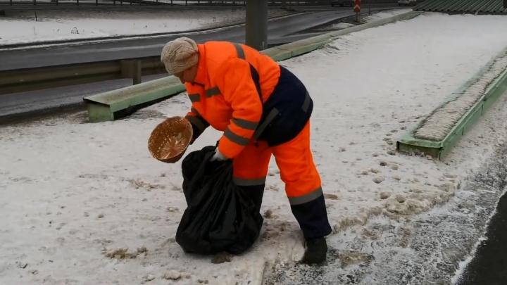 Как работает в Красноярске единственная женщина дорожный рабочий