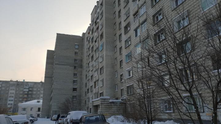 «Боимся, что он начнет рушиться»: жители дома в центре Новосибирска испугались застройки во дворе