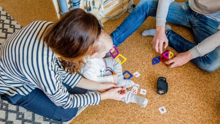 Взрослеют и вылетают из программы: изменят систему выдачи квартир молодым семьям