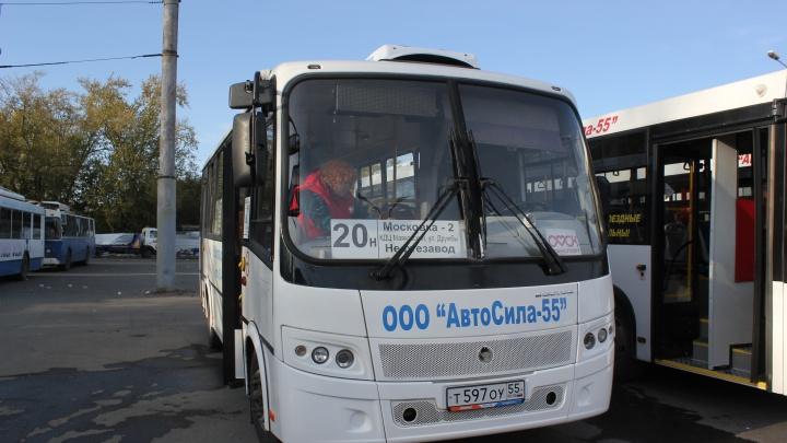 Омский частный перевозчик объявил, что покидает городские маршруты и распродаёт большие автобусы