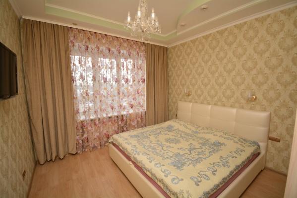 В квартире на Красина, 4есть большая кровать с ортопедическим матрасом