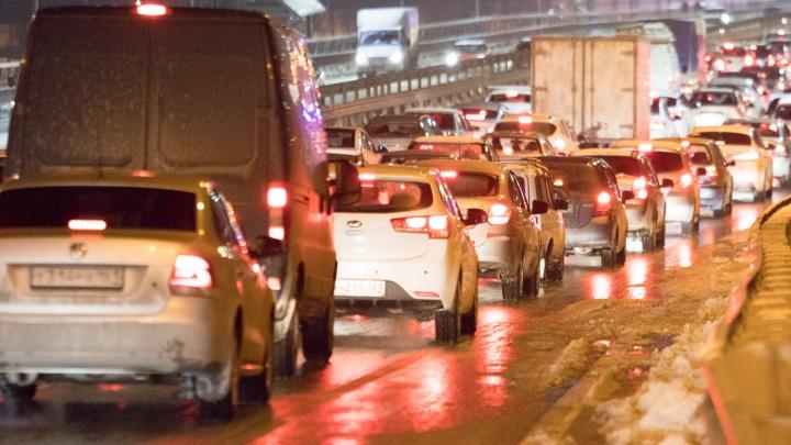 Пробка под Ростовом на трассе М-4 растянулась на 4 километра