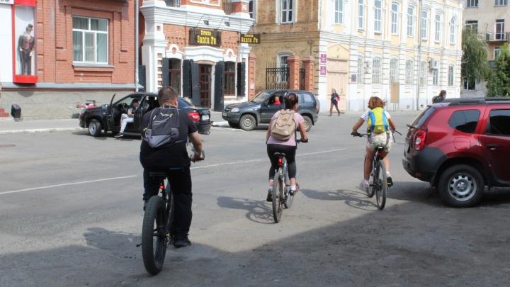 Курганцы просят власти сделать на городских дорогах полосы для велосипедистов